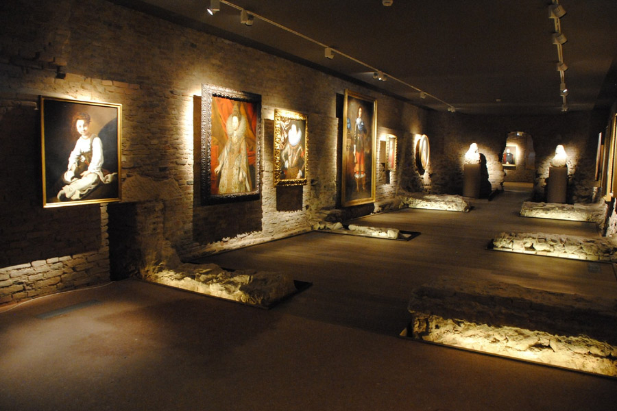 Музей, трековая подсветка